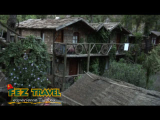 Kadirs Treehouses - Olympos video [4.0 Kb 1:01 mins]